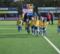 Opkomst JO9-5, JO9-6 tijdens wedstrijd DZC'68 1 - CSV Apeldoorn