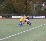 JO13-1 krijgt masterclass in voetbal Intimidatie.