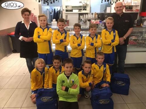 Gio's Doetinchem sponsort sporttassen JO11-10