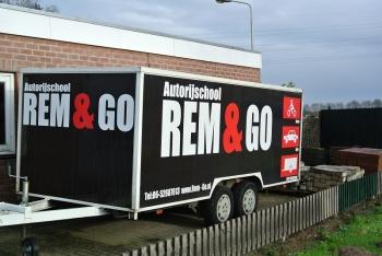 Alle remmen los bij REM & GO Autorijschool!