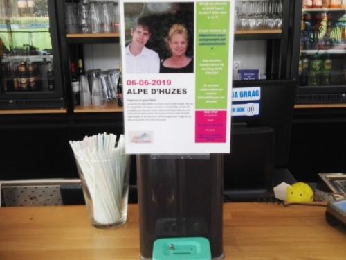 Trainer Jo15-3 loopt de Alpe d'Huzes, voor aan kanker overleden moeder