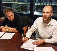 Ondertekenen van de contracten