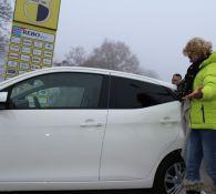 Helga Riekel ontvangt hoofdprijs loterij!